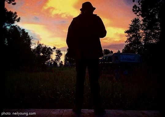 neil-young-2015-tour.jpg