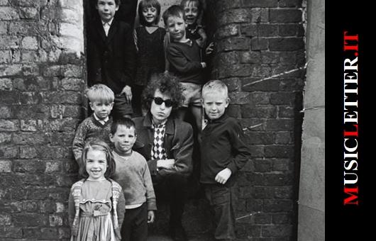 Bob Dylan e alcuni bambini di Liverpool (1966)