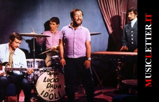 """Lucio Dalla con gli Idoli nel 1967, foto tratta dalla rivista """"Giovani"""""""