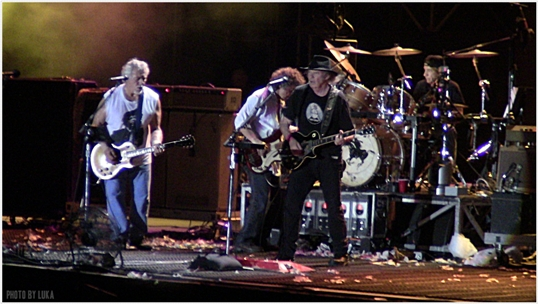 Neil-Young-&-Crazy-Horse-Rock-in-Roma-2013.JPG