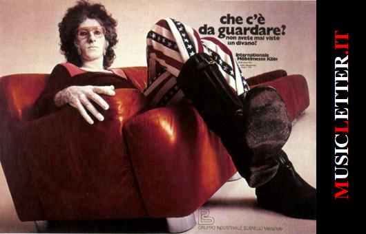 Franco Battiato nella pubblicità dei divani Busnelli (foto di Gianni Sassi, 1971)